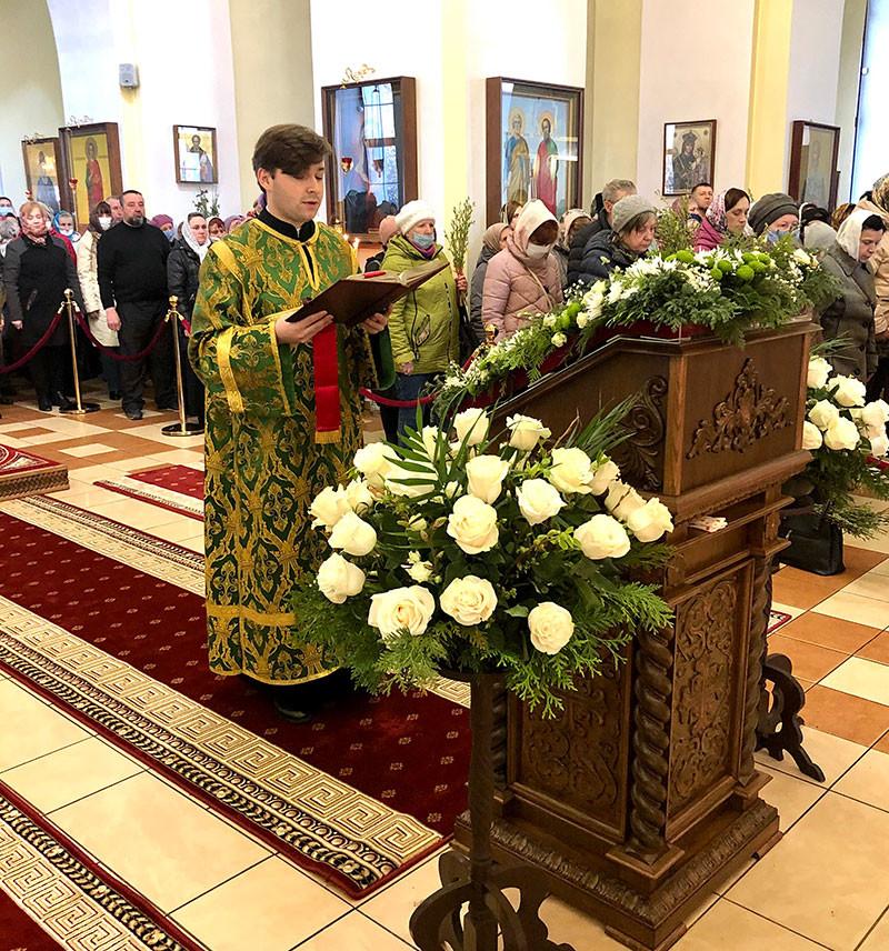 Епископ Серафим провел Божественную литургию и диаконскую хиротонию в Никольском кафедральном соборе