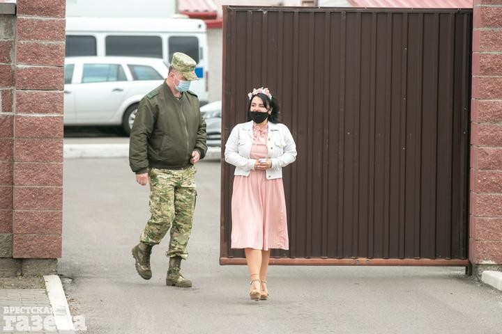 «Кажется, с меня упал какой-то груз». В Брестском СИЗО девушка вышла замуж за политзаключенного