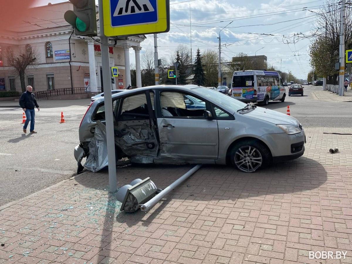 На пересечении улиц Интернациональная и Советская произошла авария