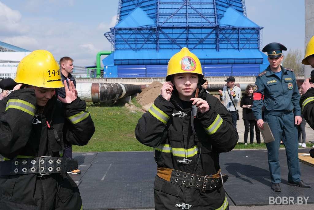 В Бобруйске состоялся городской слёт юных спасателей-пожарных