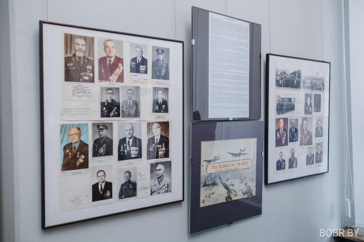 """В выставочном зале открыли выставку """"Альбом 1945"""" из фондов зонального бобруйского городского архива"""