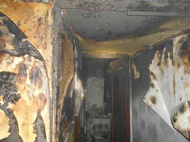 В Бобруйске на Ульяновской горела квартира. Непотушенная свеча могла стать причиной