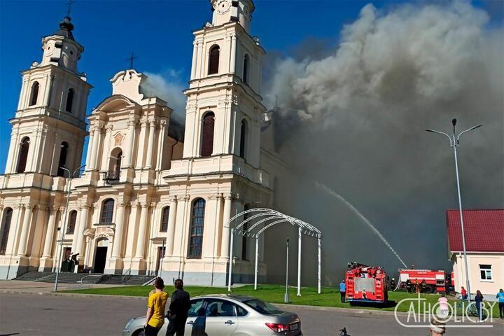 В Будславе загорелся известный в стране костел