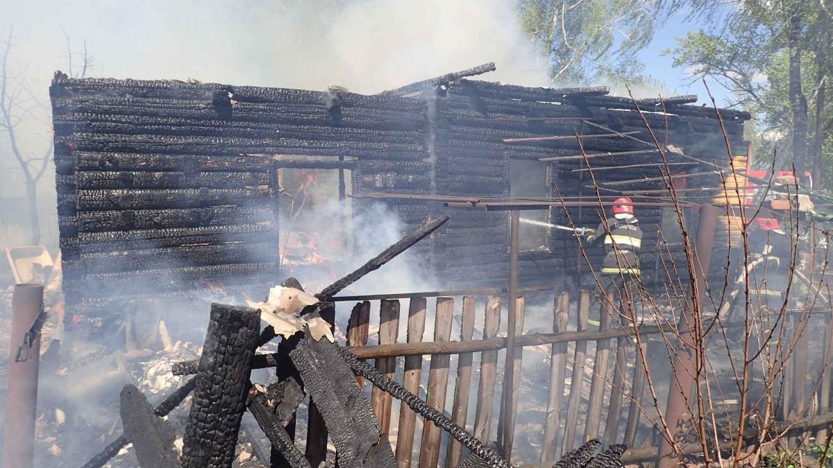 Горели жилой дом и гараж: за один день в Бобруйском районе произошло два пожара