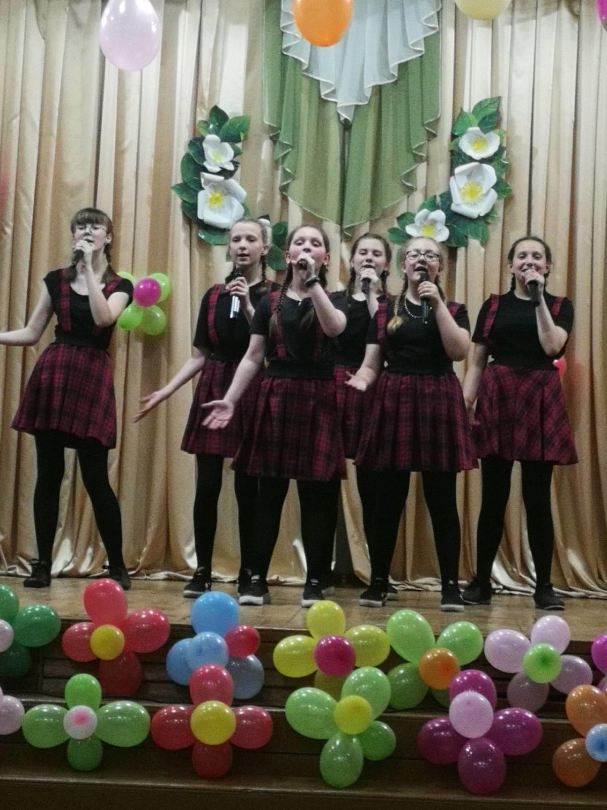 «Карусель», «Микс» и «Стиль» выступили с отчетными концертами