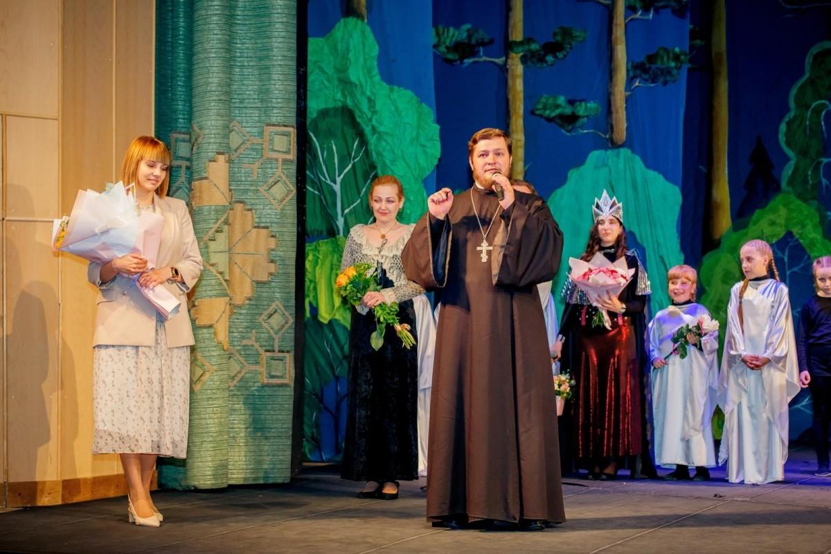 В театре драмы и комедии  им. В.И. Дунина-Марцинкевича состоялось праздничное  выступление театральной студии «Благовест»