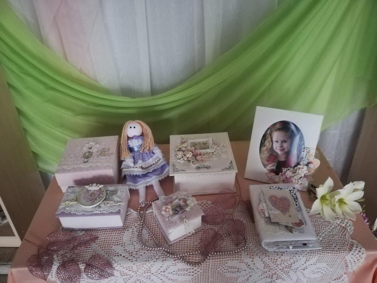 В Бобруйске начала работу выставка «Творчество для Вас» Полины Кравченко в стиле скрапбукинг