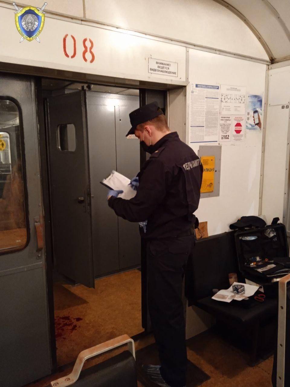 В электричке Минск — Барановичи один пассажир ударил другого ножом. Пострадавший скончался
