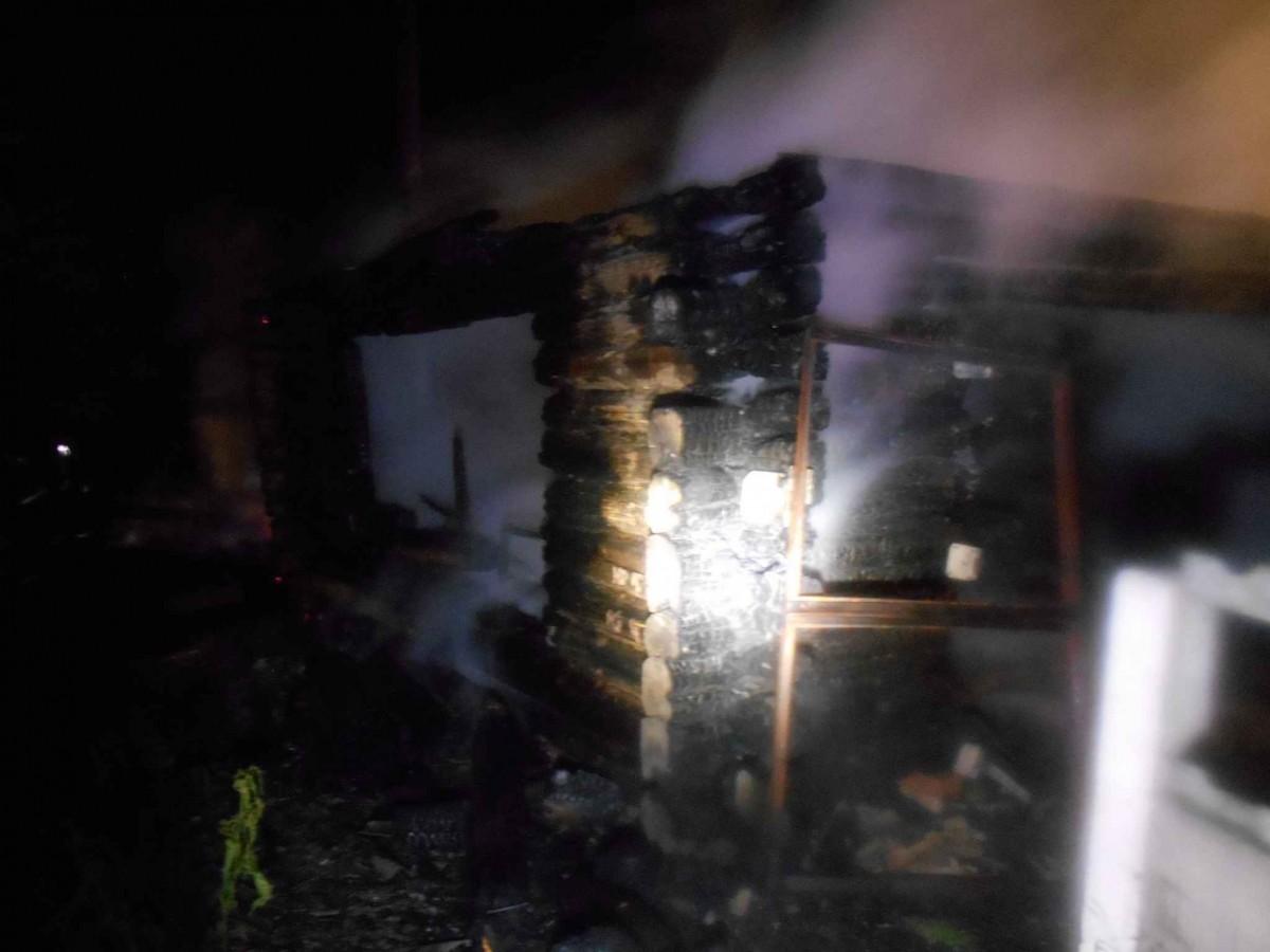 В деревне Ковали Бобруйского района сгорел гараж и машина в нем