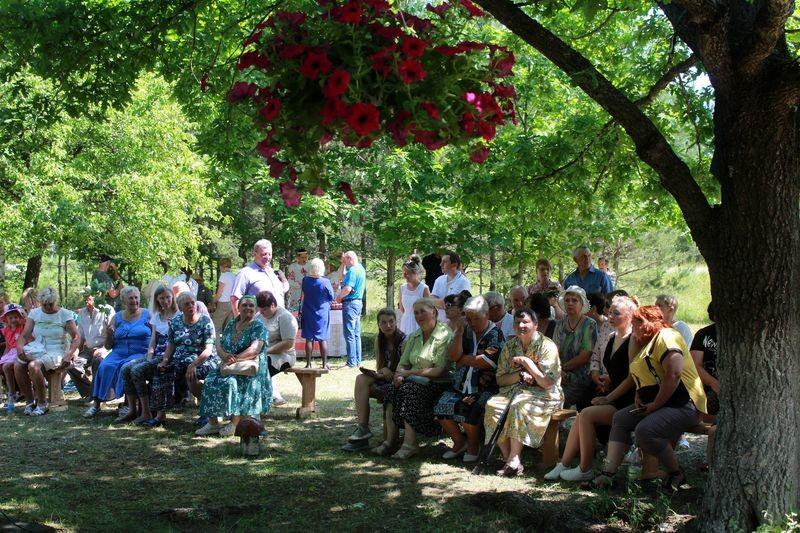 Троицын день отметили в Петровичах. Фоторепортаж с праздника «Траецкі кірмаш»