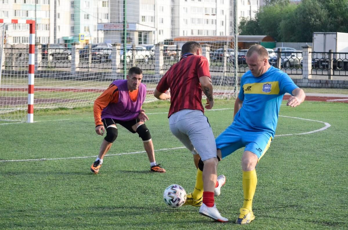 Территория футбола: фавориты одерживают уверенные победы