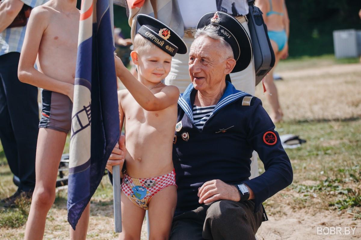 День ВМФ прошёл с возложением венков к памятнику и спуском на воду в память о погибших