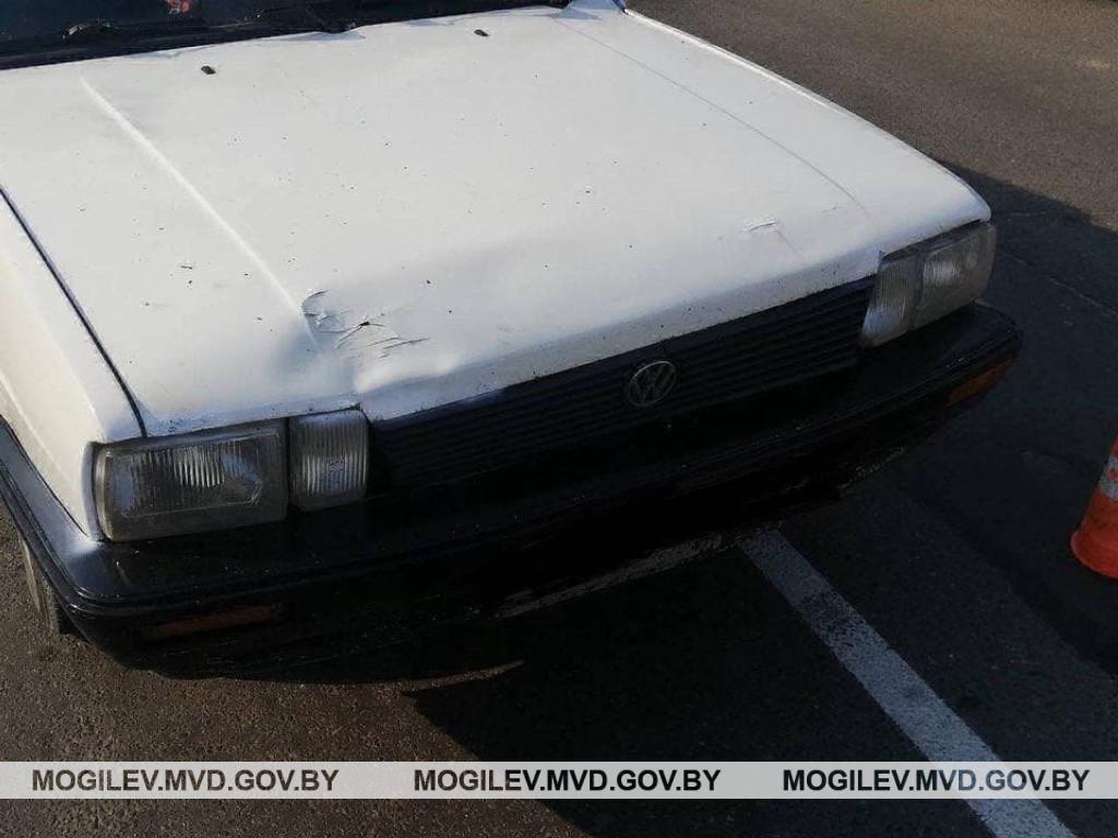 В Бобруйске на пешеходном переходе Volkswagen сбил подростка