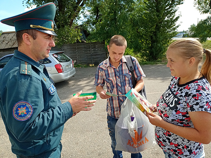 Спасатели Бобруйска вместе с представителями лесного хозяйства посетили самые популярные места для сбора ягод в районе.