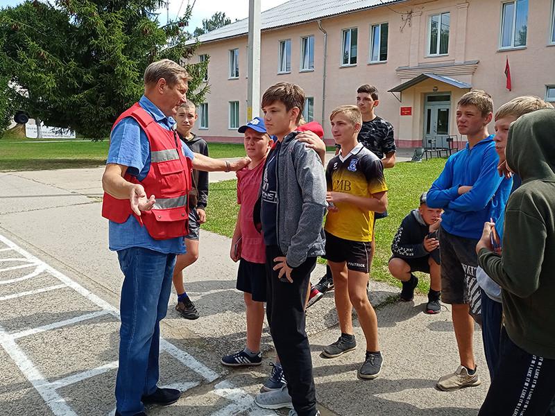 Военно-патриотический лагерь принимал в гости спасателей Бобруйска