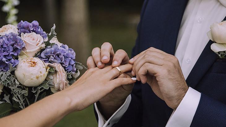 Заливать унитаз шоколадом для молодожёнов или обливать невесту грязью? Необычные свадебные традиции мира