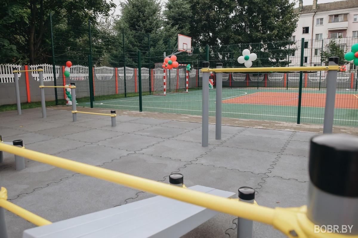 В Гимназии №3 перерезали ленточку и открыли новую спортивную площадку