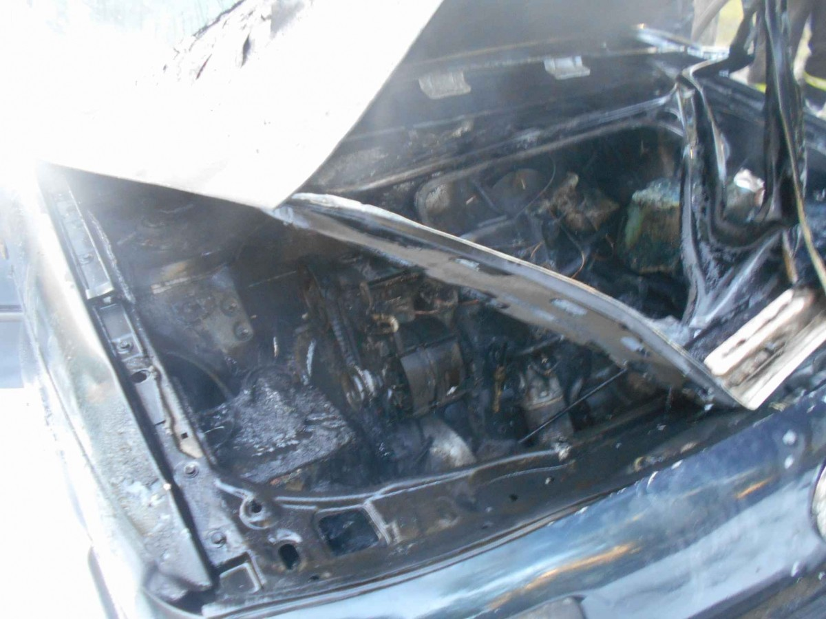 Спасатели на Гагарина тушили автомобиль