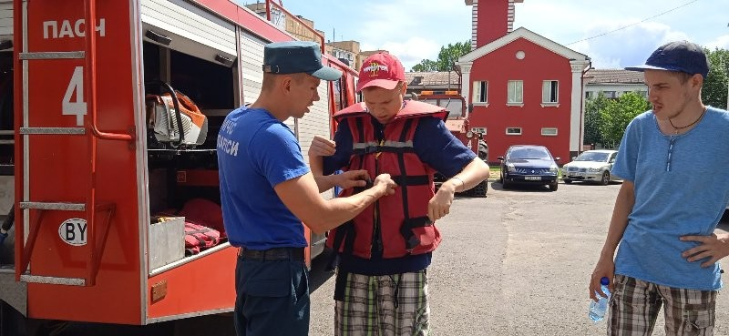 Экскурсия молодых инвалидов в пожарную аварийно-спасательную часть