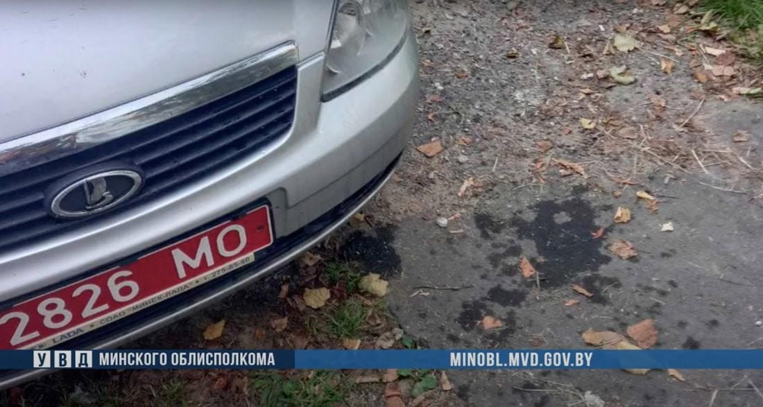 В Борисове пьяные мужчины облили милицейское авто пивом и ударили по бамперу