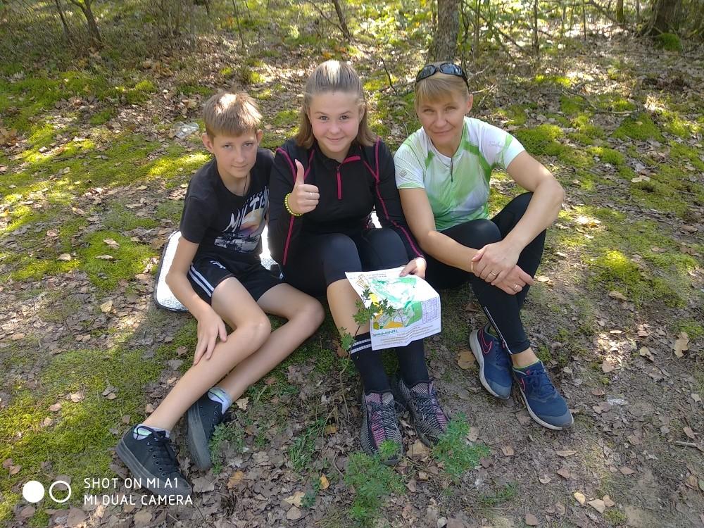 Юные туристы и ориентировщики состязались на лесной поляне спортивного полигона «Тепличный»