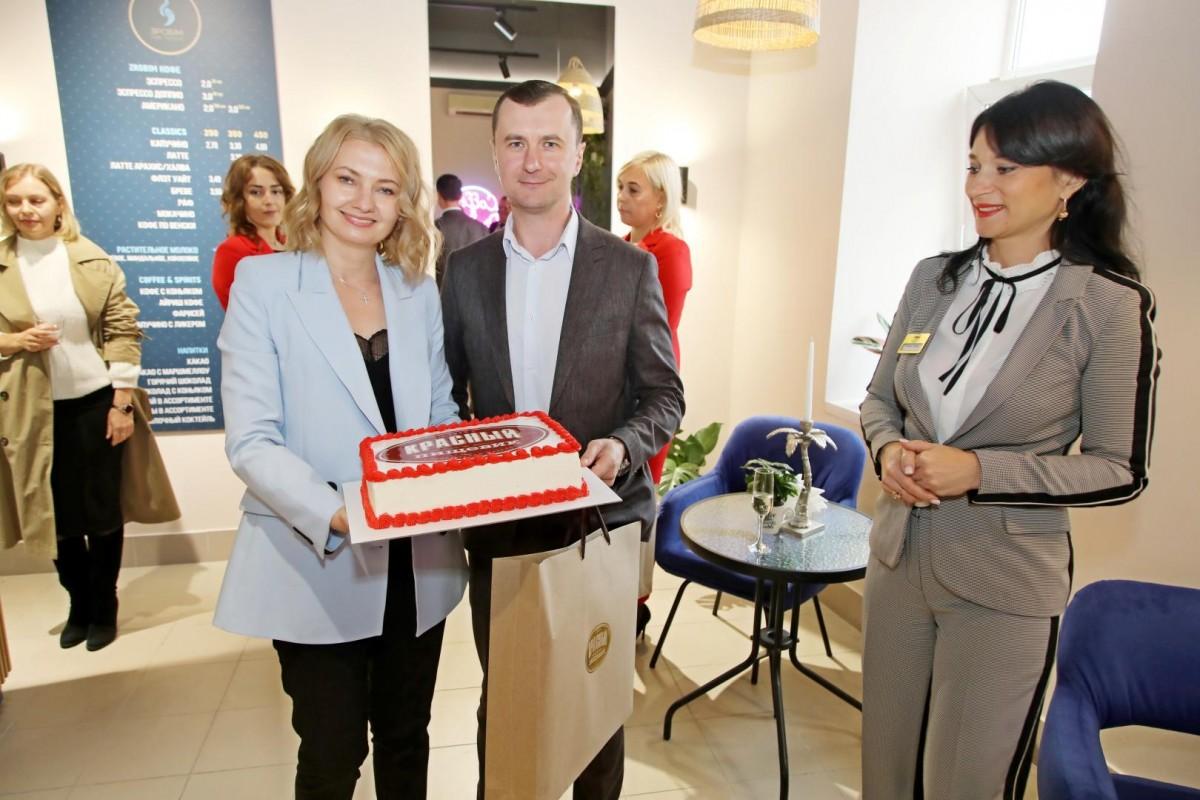 Песни, танцы и любимые сладости: в Бобруйске открылся новый фирменный магазин «Красный пищевик»!